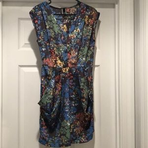 Cute floral dress with front pockets